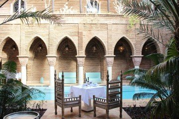 la-sultana-hotel-marrakech-morocco-pool-breakfast-area