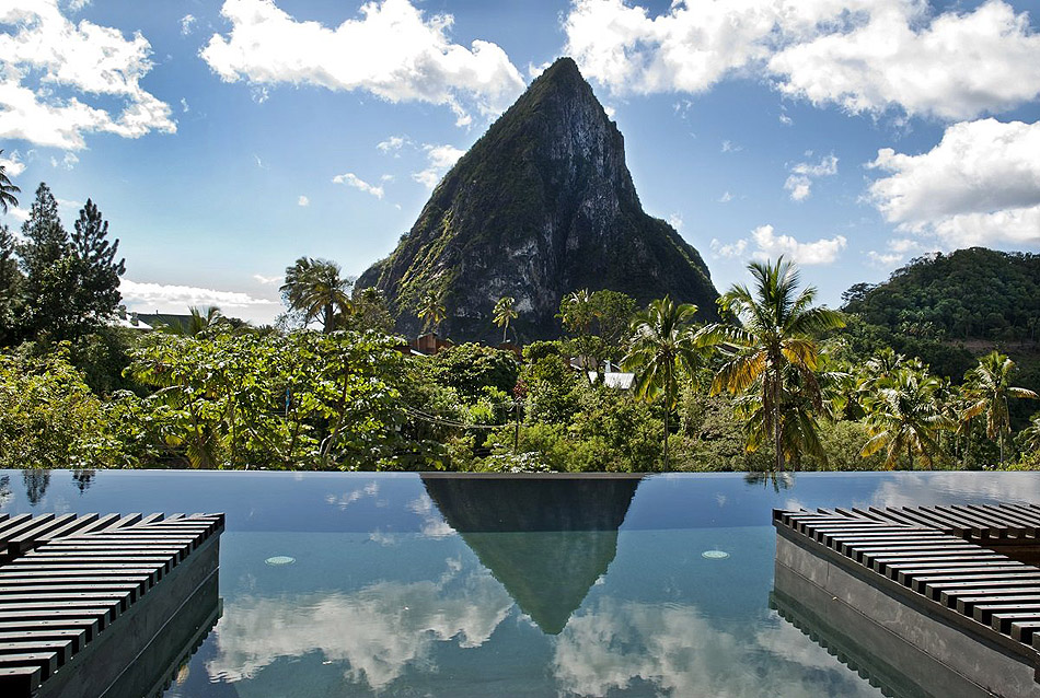 20 Of The Most Incredible Infinity Pools From Around The