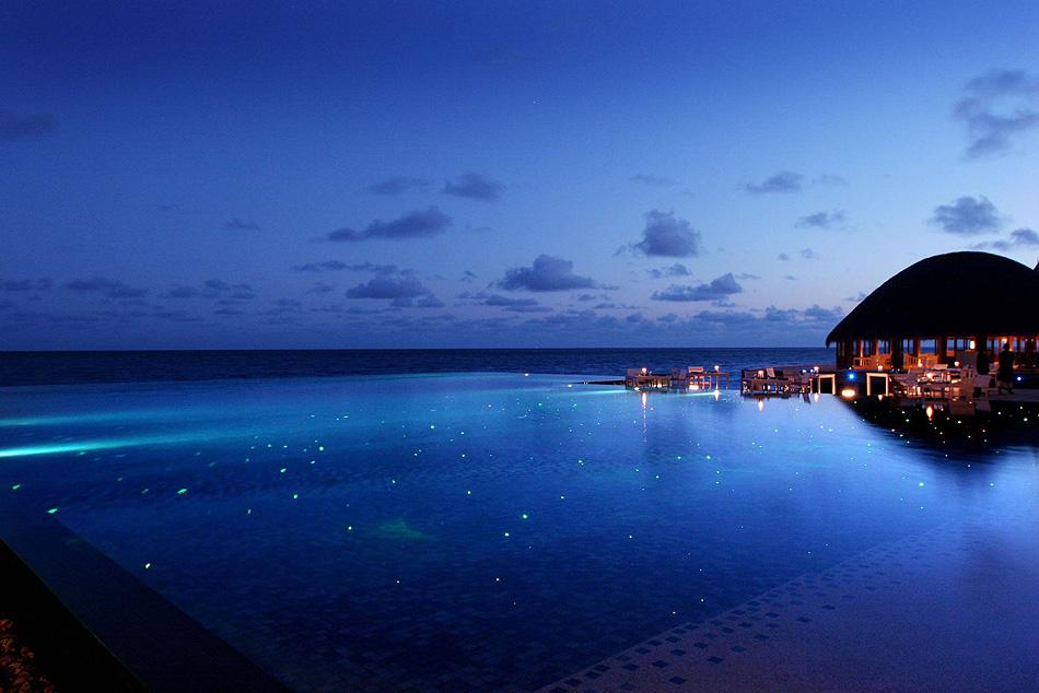 Huvafen-Fushi-Maldives-pool