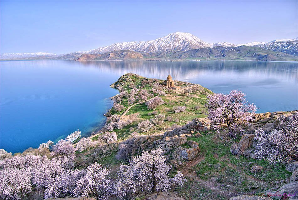 lake van | turkey | travel | @projectinspo