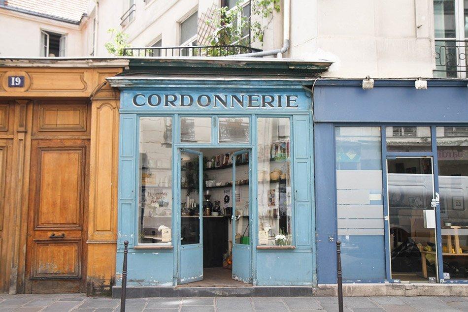 boot cafe - paris exterior